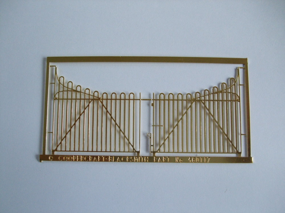 460118 SECR Hooped Top Yard Gates (1 pair)